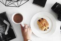 ʜᴏᴛ ᴅʀɪɴᴋs ᴀɴᴅ ᴀᴜᴛᴜᴍɴ ʟᴇᴀᴠᴇs / café