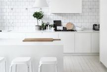 Less Is More / Declutter and de-stress by embracing trendy minimalist style in your home.