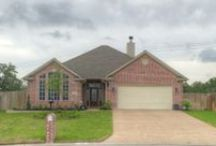 150 Roucourt Loop, College Station, Texas 77845 / Three Bedrooms | Two Bathrooms | 1,712 sf | 11,998 sf Lot | Edelweiss Gartens | Open Plan | Austin Stone Facade Fireplace | Gourmet Kitchen | Crown Molding | Granite | Separate Shower & Jetted Tub | Screened Patio | For more information, please contact one of our Showing and Community Specialists at 979-450-0455 or visit http://bit.ly/ZA150rc | You may view our entire portfolio at http://zarealestate.com
