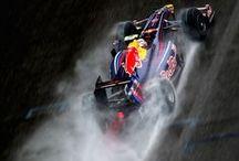 Formula 1 / Le foto più belle e rappresentative di questa splendida categoria, considerata da sempre la più spettacolare e pericolosa al mondo. Monoposto, Meccanici, Box e Circuiti da tutto il mondo, scelte sempre per emozionarvi