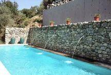 Piscine / Pool / Du bleu, du bleu, du bleu. Ça donne envie de plonger et de s'alanguir ensuite au bord de la piscine pour une séance de bronzage.piscine de rêvé ! Détendez-vous !