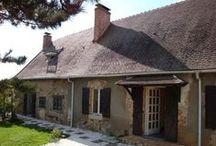 Auvergne : Biens à vendre entre particuliers / Tout le charme de l'Auvergne, une architecture typique, des matériaux locaux, les maisons et les appartements, traditionnels ou contemporains, ou autres biens directement vendus par des particuliers.