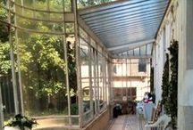 Véranda / Jardin d'hiver / Intérieure et extérieure à la fois, le salon d'été, le jardin d'hiver, la pièce de la lumière.