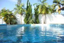 Jardim Lima - R$1.300.000,00 / Sobrado com área total de 1.050 m², rodeada de um lindo paisagismo. E por dentro, 700m² . Com 04 suítes, 05 salas, 2 salões de festa, piscina aquecida, sauna, quadra, espaço gourmet. Acabamento todo em granito, madeira, e sem falar nos detalhes em gesso por toda a casa. VALOR: R$ 1.300.000,00,00* ÁREA TOTAL: 1.050m² ÁREA ÚTIL: 700m² DORMS: 04 (sendo 03 suítes com hidro e clarabóia) VAGAS: 10 ÁREA DE LAZER: piscina aquecida, sauna, espaço gourmet, 02 salões de festa, quadra.