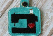 Декор-объект: швейно-вязальная тема / Декупажные карты с тематикой швейные инструменты и манекены, куколки-вязальщицы и т.д.