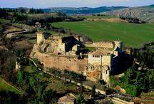 LA FORTEZZA DI CASTROCARO TERME / Sul colle del borgo medievale, uno dei più originali castelli italiani.  La fortezza è visitabile nei seguenti orari di apertura: marzo, aprile, ottobre e novembre: sabato h. 15-19                                                  domenica e festivi h.10-13 / h.15-19 giugno, luglio, agosto e settembre: sabato h. 16-20                                                 domenica e festivi h.10-13 / h.16-20