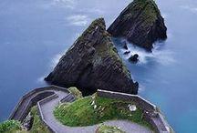 """Os encantos de Ireland... / """"Que a estrada se erga ao encontro do seu caminho Que o vento esteja sempre às suas costas Que o sol brilhe quente sobre a sua face Que a chuva caia suave sobre seus campos E até que nos encontremos de novo, Que Deus o guarde na palma da sua mão."""" Benção Irlandesa / by Lelia Sarda"""