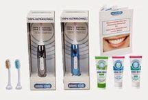 """Emmi-Dental / Reinigt sanft und bewegungslos - OHNE zu Bürsten!  Emmi-dent ist das einzige, weltweit patentierte Zahnpflegesystem, dass mit echtem Ultraschall arbeitet und durch klinische Studien geprüft und von über 100.000 zufriedenen Kunden erprobt ist. Bisher konnten Zähne nur durch Abtrieb mittels """"Schmirgelstoffen"""" in Zahnpasten und mit Bürsten gereinigt werden.  Jetzt erlauben unsere speziellen Ultraschallgeräte eine Reibungslose, sanfte und effiziente Reinigung der Zähne, ohne Reibung und Bewegung!"""