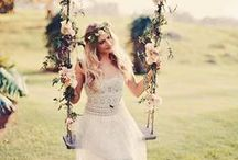 Bohemian Wedding Inspirations / A classic theme that many Brides love, here are a few inspirations for how a Bohemian Wedding should look like with lanterns, lights, florals and much more!