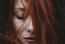 Women in red / Redhaired