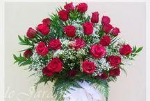 Klasszikus-romantikus stílus / Szabad stílusú összeállítások. Szabálytalan forma, bőséges növényhasználat.