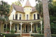 Victorian Homes / Victorian homes. I love the look of them. #VictorianHomes #Sailwindsrealty #trinitytoni Toni Weidman