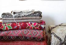 Tissus / tissus, coupons, échantillons, rubans, fils et laines, boutons...
