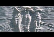 Eppe de Haan / Eppe de Haan (1949) studeerde in 1974 af aan de Koninklijke Academie in Den Haag. Na het afronden van zijn opleiding ging hij als schilder – portretten en interieurs- aan de slag met twee dimensies, maar hetgeen hij naar zocht bleek zich te verschuilen in marmer en brons en kon enkel met de handen en ogen van een beeldhouwer in drie dimensies naar buiten worden gebracht. Inmiddels is Eppe de Haan een gevierd beeldhouwer die in de prachtige stad Italiaanse stad Pietrasanta werkt.