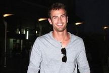 Theo James Style / The confident Divergent star has a kick-backed look when not sporting Dauntless threads on the big screen. Theo James is often found in a classic casual look. Fins inspiration from the is up and coming Hollywood star.