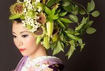 Takaya HANAYUISHI / Takaya Hanayuishi est un artiste Japonais qui a développé une technique de coiffure florale assez originale qu'il propose principalement pour des mariages mais également pour des performances artistiques…