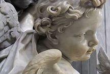 Enkeleitä ja patsaita/  Angels and statues