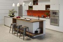 Cocinas con isla / Recopilación de las cocinas con isla que vemos y más nos gustan. ¿Quieres poner una isla en tu cocina? Aprende como te quedaría mejor: http://bit.ly/1PsDc6U