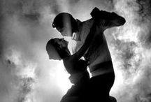 Linia Aurum - Kolekcja Sensual / Wyostrz zmysły. Poczuj, zobacz, dotknij. Wsłuchaj się w rytm i daj się ponieść muzyce. Co tym razem usłyszysz wśród dźwięków swego domu - gorące Flamenco czy skocznego Twista?  www.kronopol.pl   #homedecor #kronopol #sensual