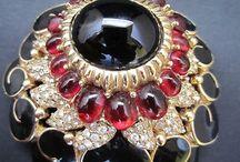 Vintage Costume Jewelry / A wonderful range of top designer vintage costume jewelry