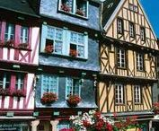 French towns / The charm of French cities can not leave you indifferent. France has a large number of medieval sites, fortified and picturesque towns and small fishing ports that you must visit during your holidays in France.