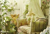 Reading Nooks & Corners / Cozy places to read, of course :)