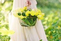 holding Flowers ♥ ✿⊱╮
