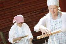 Perinneviikonloppu / 19.-20.7. Turkansaari täyttyy taitavista ja ahkerista käsitöiden tekijöistä, sillä museoalueella vietetään perinneviikonloppua. Työnäytöksiä vanhoista ja perinteisistä kädentaidoista voi seurata sekä lauantaina että sunnuntaina. Museovieraat voivat tutustua muun muassa kehräykseen, fransupitsien solmimiseen, puun sorvaukseen, päretöihin sekä sepän töihin.