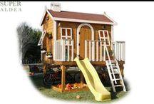 Casitas de madera infantiles con tobogán elevadas sobre plataforma / Casitas de madera para niños elevadas del suelo. Puedes elegir la combinación de color y complementos.