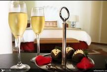 Room Amenities / We will help you surprise your loved one with every detail and petition you request.
