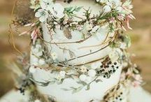 Cake Floral Inspiration / Blush Wedding Floral Inspiration : A romantic, soft, and delicate color scheme used in wedding bouquets and floral decor for the modern and traditional bride using Inspiring, Unique, Organic, Earthy, Wild and Textural florals created with real, raw, natural elements to capture the eye. Blush Wedding Floral inspiration in coloring, texture, and variety for the west coast and Utah brides for their weddings.