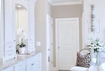 Bright White Homes / Bright white homes #brightwhitehomeseries bright white spaces, rooms spaces family rooms great rooms dining rooms bedrooms bathrooms hallways staircase pantries Living rooms, interior design, interior blog, white interiors, white kitchens, white bedrooms, white great rooms, #whiteinteriors #whiteinteriors #homeinspiration #brightwhitehomes #whitehomes