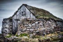 Landhuse / Huse/Cottage er langtidsholdbare videreudviklinger af telte og hytter primært opstået ved bosætning i landsbyer med begyndende input af specialiserede håndværkere/teknikere, men stadig baseret på lokale folkelige traditioner