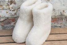 Uld Merino Sokker og uld hjemmesko på Wadils.dk / Wadils Design har et stort udvalg af luksus strømper og sokker i lækkert merinould og masser af hyggelige hjemmesko.  Se dem på Wadils.dk