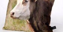Zomercollectie ** Blik op Holland / Blik op Holland maakt kussens met unieke afbeeldingen. De kussens zijn van hoog kwalitatieve en duurzame materialen..................   Kijk voor meer informatie en verkoop in onze webwinkel Blik op Holland #zomer #woonaccessoires #styling