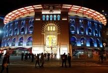 Arenas de Barcelona /    Diseñado por el arquitecto británico Richard Rogers, en colaboración con Alonso Balaguer-Arquitectos Asociados, el Complejo Comercial Arenas de Barcelona se emplaza en un punto estratégico de la ciudad de Barcelona