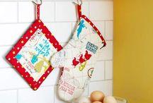 Kitchen Sewing / Petits cadeaux à offrir pour une cuisine accueillante / by Marie W