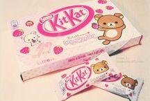 KitKat Madness / In Japan nemen ze geen genoegen met een paar standaard KitKat's. Daar hebben ze letterlijk honderden smaken en soorten! Niet alleen benieuwd naar hoe ze eruit zien maar ook hoe ze smaken? Wij hebben er meerdere mogen reviewen: http://www.thesushitimes.com/eten-drinken/japanse-kitkats-review/
