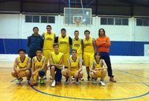 PARTITS 2013-14: júniors / Els júniors recullen jugadors nascuts entre 1996 i 1999 (inclouen els cadets). El grup va nàixer per iniciativa pròpia i han vingut a fer gran el club. Estan inscrits en la lliga de la FBCV. Els entrena Tono, jugador del Sènior.