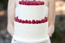 CAKES TIERS in cream