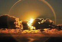 играет ангел Неба облаками… / Небо - бездонно. Образ бесконечности.  Навевает глубокие мысли-хочешь, чтобы небо было у твоих ног - стань вверх ногами. Но смирись, что твоя собственная тень будет над тобой...