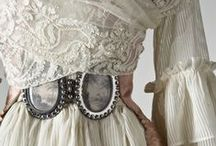 Fashion in detail / details on costume history