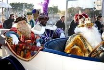 Cavalcada de Reis Badalona 2013 / Els Reis d'Orient arriben a la nostra ciutat en cotxe d'època acompanyats de la seva comitiva reial. L'alcalde i els regidors saluden els Reis d'Orient, i tot seguit inicia  la cavalcada pels carrers de la ciutat. Fotografia J.L Andú