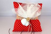 Christening Favors / The value of handmade wedding favors is found in the idea, the creativity and the love of the people that make them. We will choose with you the style, the materials, the colors and the textures so that we can create a special christening favor for or you can just choose one from our rich collection.