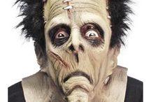 Halloween maskit ja tiarat / Maskeja on käytetty paljon teatterimaailmassa. Eri kulttuureissa ja maissa maskeilla on erilaisia merkityksiä. Maskeja voi olla kevyempiä puolimaskeja jotka peittävät vain osan kasvoista tai koko kasvoja peittäviä maskeja. Halloween-juhlien yhdeksi erittäin suorituksi teemaksi ovat nousseet The Day of the Dead ja Sugar Skull -maskit. Toinen suuri suosittu maskiryhmä ovat venetsialaiset. Kauhuteemassa suosionsa säilyttäneet ovat edelleen pääkalloaiheiset maskit.