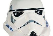 Star Wars -oheistuotteet / Valomiekat, Darth Vaderin hengitysäänet…Tunnettuja elementtejä kaikille Star Warsin ystäville! Tälle sivulle on koottu kaikki Star Wars -aiheiset oheistuotteet.