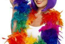 Pride-juhlat / Pride-juhlat ovat ihmisoikeuksien ja tasa-arvoisuuden vuoksi järjestettävät juhlat, jonne ovat tervetulleita kaikki ikään, sukupuoleen tai seksuaaliseen suuntautumiseen liittymättä. Juhlakulkueet ovat kirjavan värikkäitä ja iloisen ilmeen kulkueita.