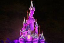 Disneyland Paris / Disneyland Paris, France -Suitcases and Kids-