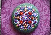 Stenen schilderen Rocks / by Corrie De Groot