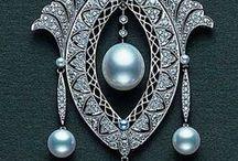 Jewels / by Eszter Amiela